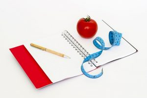 zapisnik, paradajka a meter